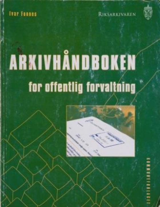 Arkivhåndboken for offentlig forvaltning er skriven av Ivar Fonnes.