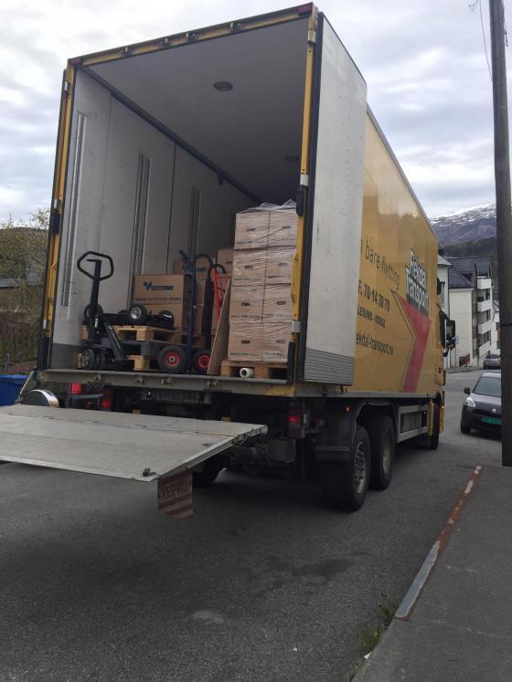 Rekdal Transport med full bil klar for lossing. Foto: Elisabeth Dalsbø, Sunnmøre tingrett
