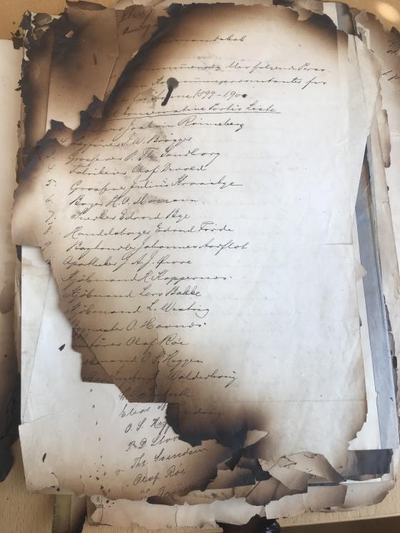 Partiliste for det konservative partiet i Ålesund i 1899-1900. Frå arkivet etter Ålesund kommune, Sentraladministrasjonen.