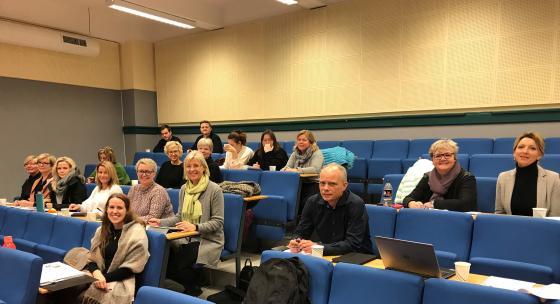 Blide deltakarar på kurs i lokala til Latinskolen i Ålesund. Foto: Geir Håvard Ellingseter, IKAMR.